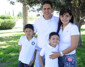 Jorge , Lupita, Jorge Jr. y Alan.