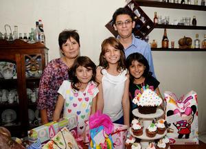 Diana Gómez en su fiesta de 13 años junto a Paty, Karen, Paula y Paris.