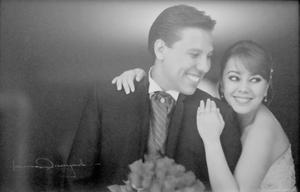La Feliz  pareja, Miriam Sordo y Juan Pablo Estrada, hijos de los Sres. Felipe Sordo R. y Dora L. Machado; Elvia A. García y Juan Pablo Estrada G. quienes contrajeron nupcias el 31 de marzo de 2012 celebran hoy un año de matrimonio.- Laura Grageda Fotografía