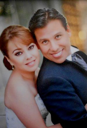 Miriam Sordo y Juan Pablo Estrada, se encuentran celebrando el día de hoy su primer año de su feliz enlace, por tal motivo planean una segunda luna de miel.