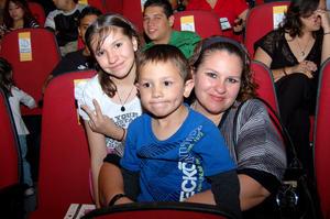 BEATRIZ , Rodrigo y Luz María.
