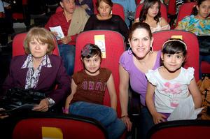 LUZ MARíA , Valeria, Adriana y María José.
