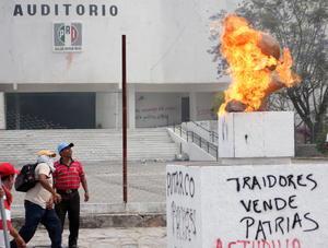 Los integrantes de la Coordinadora Estatal de Trabajadores de la Educación en Guerrero (CETEG) también amenazaron con tomar de nueva cuenta la Autopista México-Acapulco.