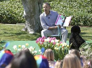 El presidente Barack Obama se mostró encantado de leer un libro infantil a niños y niñas en la Casa Blanca.