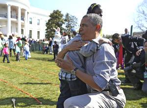 El presidente Barack Obama convivió con los niños que participaron en los festejos.