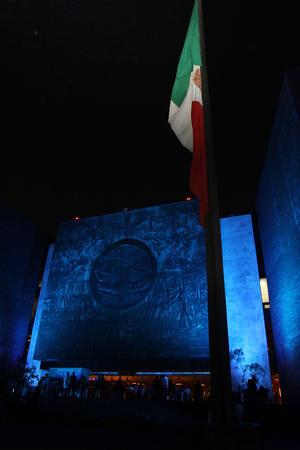 En México, la Camara de Diputados se iluminó de Azul en el Día Mundial de Concientización sobre el Autismo.