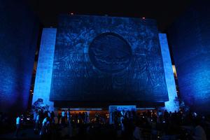 Monumentos del mundo se iluminaron de color azul con motivo del Día Mundial de Concientización sobre el Autismo.