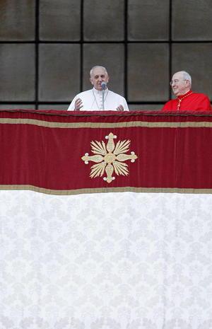 """""""Un amor tan grande, tan profundo el que Dios nos tiene, un amor que no decae, que siempre aferra nuestra mano y nos sostiene, nos levanta, nos guía"""", dijo el Papa-"""