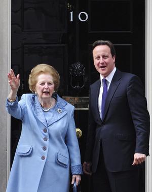 """El primer ministro británico, David Cameron, lamentó en un mensaje en Twitter la muerte de la """"gran líder"""" Margaret Thatcher a causa de un ataque de apoplejía."""