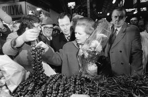 """Con la victoria del """"tory"""" Edward Heath en 1970, Thatcher se encargó de la cartera de Educación, pero cuando los conservadores perdieron las elecciones generales en 1974, desafió ese liderazgo y, para sorpresa de muchos, salió victoriosa."""