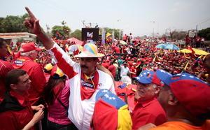 Por su parte, el presidente encargado de Venezuela y candidato a la presidencia, Nicolás Maduro, participó en un acto de cierre de campaña en Cabimas.