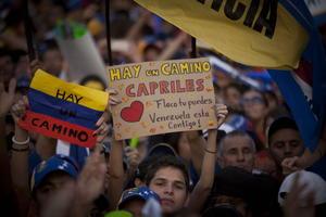 En Barquisimeto, Capriles tuvo otro evento, donde criticó con dureza la gestión en materia económica de su rival y gobernante encargado, Nicolás Maduro.