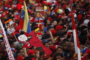 De cara al proceso electoral de este domingo, los principales candidatos a la presidencia de Venezuela, Henrique Capriles y Nicolás Maduro, cerraron sus campañas el día de ayer en actos multitudinarios.