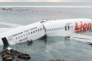 Las autoridades del aeropuerto balinés señalaron en un principio que a bordo del avión viajaban 172 pasajeros, aunque más tarde Lion Air informó de que el pasaje estaba compuesto por un total de 95 personas adultas, cinco niños y un bebé.