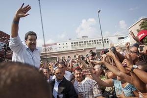 Al ser preguntado si estaría dispuesto a acercarse a la oposición en caso de ganar, Maduro señaló que el diálogo con los adversarios del Gobierno siempre ha existido y que él está a favor de que continúe existiendo.