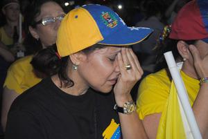 Simpatizantes de Capriles lamentaron los resultados de las elecciones que dieron como ganador a Maduro.