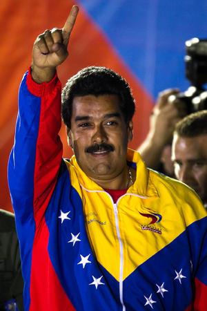 """""""Vamos a someter a este país, mantenerlo en vilo por semanas. Es jugar con la estabilidad política, la paz, pero, además, es burlarse de una mayoría clara de siete millones de venezolanos"""", subrayó Maduro."""