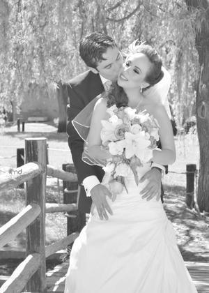 P.B.M. GABRIEL  de Jesús Peña Uribe y L.C.P. Laura Esmeralda Montañez González, el día que se unieron en sagrado matrimonio.- MD Productions