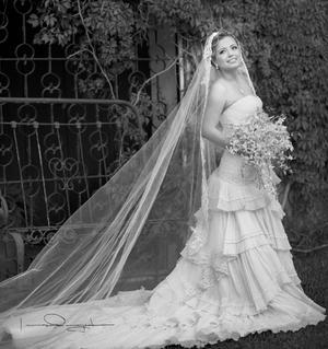 WENDY  Isabel Vaquera Flores el día de boda con el Arq. Humberto Iván de León Maravilla.- Laura Grageda Fotografía