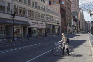 Calles de boston lucen vacías tras los atentados.