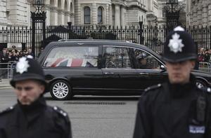Se estima que los funerales de Thatcher, cuyo cortejo estuvo custodiado por cuatro mil policías y quien fue despedida como Winston Churchill en 1965 y Lady Di en 1997, tuvieron un costo al erario de 10 millones de libras (equivalentes a 15 millones de dólares).