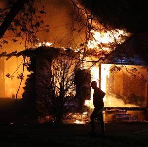 Según el director del sistema de emergencias de West City, George Smith, se han confirmado el fallecimiento de seis bomberos, dos médicos de emergencias y un agente de Policía, así como la desaparición de siete enfermeras de la residencia y de un agente municipal.