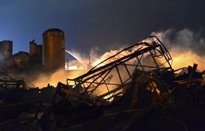 La policía de Waco, Texas indicó que entre cinco y 15 personas murieron tras una explosión que arrasó una planta de fertilizantes en el pequeño poblado de West City, aunque los cuerpos de emergencia temen que el número de decesos sea mayor.