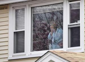 Más de 9 mil policías de cinco ciudades conurbadas en Boston colocaron un cerco en toda la zona metropolitana donde viven más de dos millones de personas.