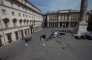 Dos carabineros (policía militarizada) y una mujer resultaron heridos en un tiroteo registrado ante la sede del Gobierno italiano, mientras Enrico Letta juraba su cargo como nuevo primer ministro en otro edificio.