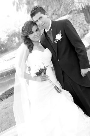 SRITA. DIANA  Gabriela Monreal Valdez y Sr. Marcelo Salvador Ortiz Chávez, contrajeron matrimonio el día seis de abril de 2013, en la Catedral de Nuestra Señora del Carmen y posteriormente ofrecieron una espléndida recepción en el Casino Monarca.- Susunaga Fotografía