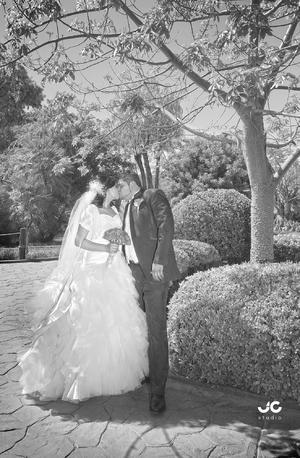 SRITA. GÉNESIS  Montserrat Galván Valles y Sr. Francisco Alberto Ramos Pérez, el día de su matrimonio.- JC Fotografía