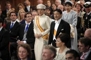 Los príncipes herederos de Japón, Naruhito y Masako  asistieron a la ceremonia de investidura del rey Guillermo-Alejandro en la catedral de Nieuwe Kerk.