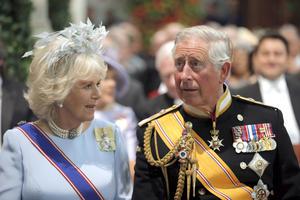 A la ceremonia de investidura asistieron miembros de la realeza europea, como el príncipe Carlos de Inglaterra y su esposa Camila.