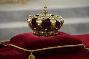Con sus 46 años, el rey Guillermo Alejandro se convirtió en el monarca más joven de Europa y el primero de Holanda en 123 años desde la muerte de Guillermo III en 1890.