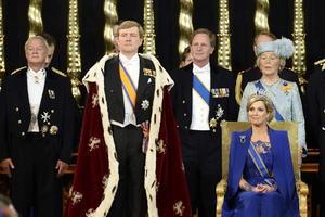 Guillermo-Alejandro de Orange juró su cargo y fue investido rey de los Países Bajos en una ceremonia celebrada en la Nieuwe Kerk de Amsterdam, durante una sesión conjunta de los Estados Generales (parlamento) neerlandeses.