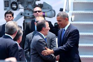 En el Hangar Presidencial del AICM, el secretario de Relaciones Exteriores, José Antonio Meade Kuribreña, y una comitiva de funcionarios mexicanos dieron la bienvenida al gobernante estadunidense.