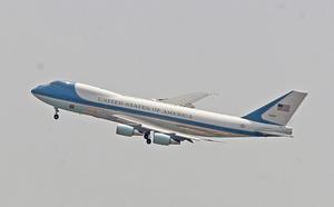 El avión Air Force One aterrizó en Aeropuerto Internacional de la Ciudad de México a las 14:05 horas, ante un fuerte operativo de seguridad.