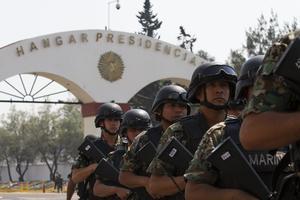 Un fuerte operativo de seguridad se implementó en el hangar presidencial desde temprana hora del día.