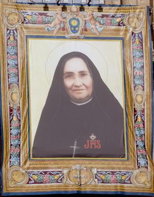 Mexicanos celebraron la elevación a los altares como santa de su compatriota, la religiosa María Guadalupe García Zavala, durante una ceremonia presidida por el Papa Francisco.