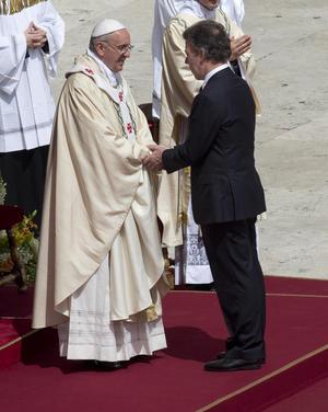 A la ceremonia asistió una delegación oficial de Colombia encabezada por el presidente, Juan Manuel Santos.