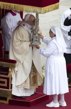 """El papa argentino precisó que """"tocar la carne de Cristo"""" significa dedicar la vida a los pobres, a los enfermos, a los abandonados, a los marginados."""