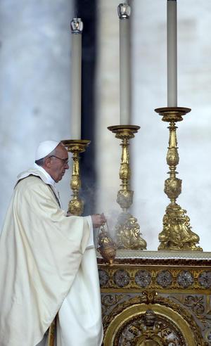 """De la madre Lupita, el Papa destacó que renunció a una vida cómoda para seguir la llamada de Jesús, para dedicarse a los enfermos, """"ante los que se arrodillaba para servirles con ternura y compasión."""