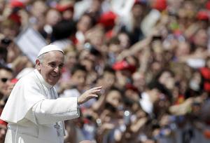 Sólo dos meses después de ser elegido papa, el argentino Bergoglio ha marcado un récord al elevar a la gloria de los altares y al culto universal a un número tan elevado de santos ya en su primera ceremonia de canonizaciones.