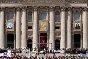 El papa Francisco proclamó los primeros santos de su pontificado, 802, entre ellos la colombiana Laura Montoya y la mexicana Guadalupe García Zavala.