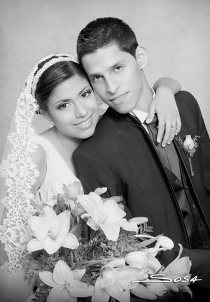 Srita. Shaila Mendoza García y Sr. Juan Antonio Campos Martínez el día de su boda.- Studio R. Sosa
