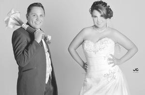 Lic. Luis  Gerardo Tello Rodríguez y Srita. Nuria Herve Reza Villarreal, el día de su matrimonio.- JC Studio
