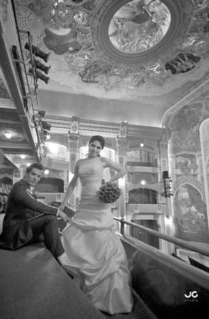 ING. Enrique Norman Mora y Lic. Karla Nayelli Ríos Díaz, en una toma de estudio, el día de su matrimonio.- JC Fotografía