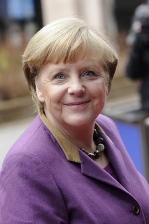 Como líder del gobierno alemán en una Europa en crisis económica, Angela Merkel no se baja de la lista, en la que ha estado presente ocho de los diez años que esta prestigiosa revista la ha realizado, basada en el poder adquisitivo, la presencia mediática y el impacto social de sus componentes.