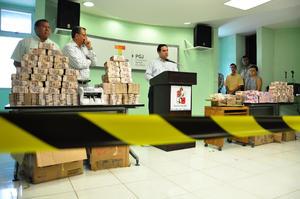 """Según las investigaciones, tan sólo en 2013 """"desaparecieron"""" mil 900 millones de pesos destinados a programas educativos, de salud y de seguridad."""