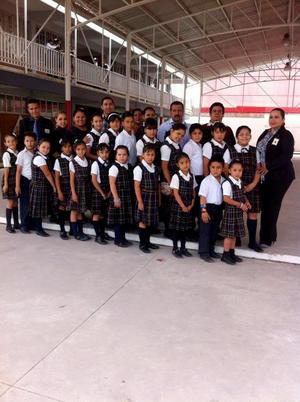 Coro de la Escuela Primaria Gregorio García.